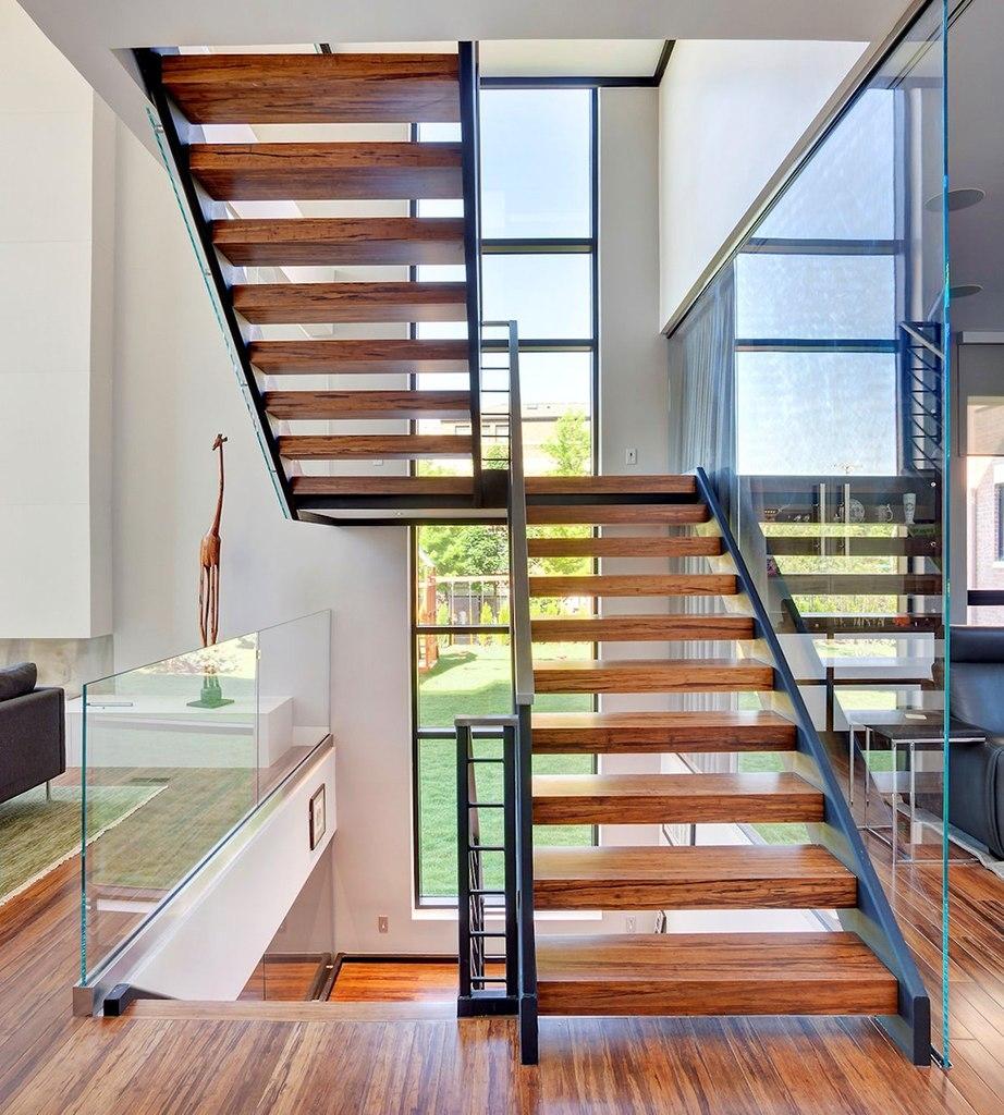 Лестницы в коттеджах: 60 фото дизайна красивых лестниц 43
